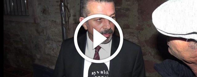 """AŞIK VEYSEL'İN 44. ÖLÜM YIL DÖNÜMÜNDE AYVALIK SANAT DERNEĞİ, AYVALIK MÜZİK DERNEĞİ VE SANAT FABRİKASI'NIN KATKILARI İLE """"DOSTLAR SENİ UNUTUR MU?"""" BAŞLIĞI ALTINDA SANAT FABRİKASI'NDA ANILDI…"""